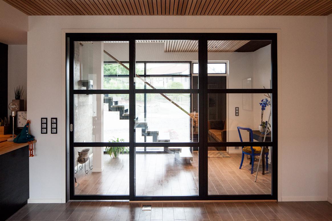 3 Patio Hus på Bryne. Glassvegg mellom entre og stue.