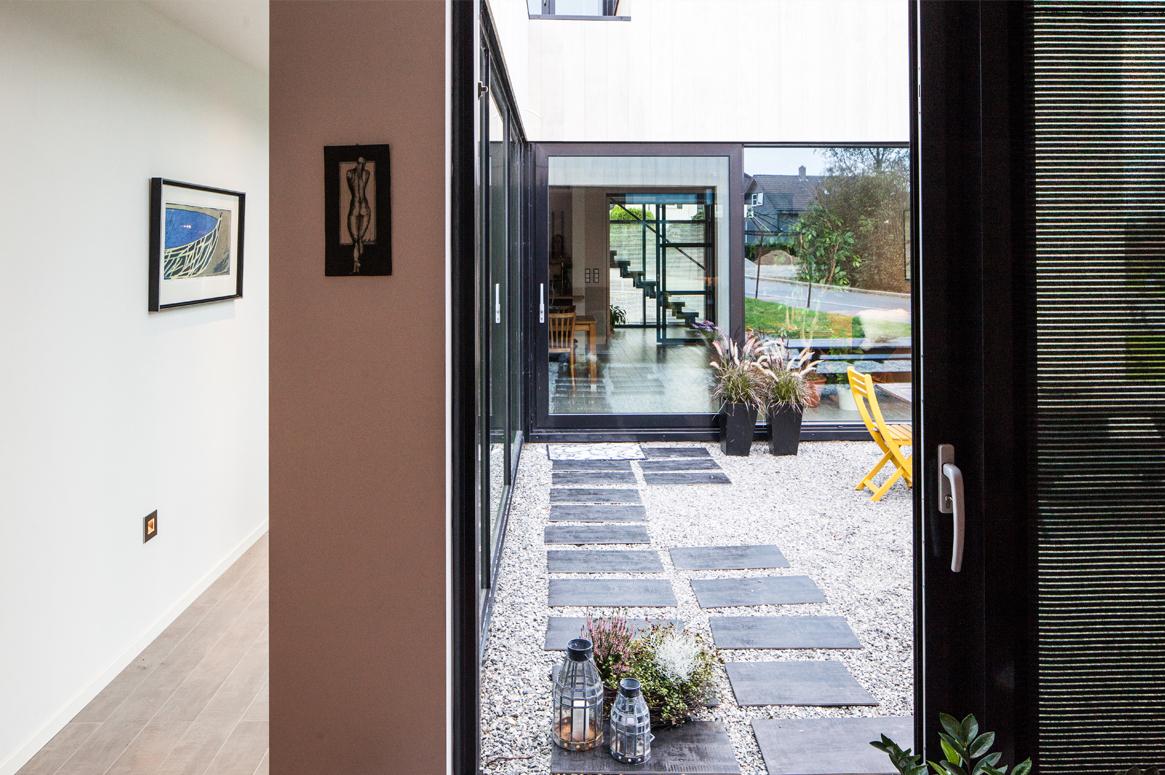 3 Patio Hus på Bryne. Korridor fra soveavdeling til hovedoppholdsrom.