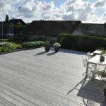 4 Seasons Garden. Den store terrassen fremstår som en plaza, og gjør rom for mange gjester i sosiale settinger.