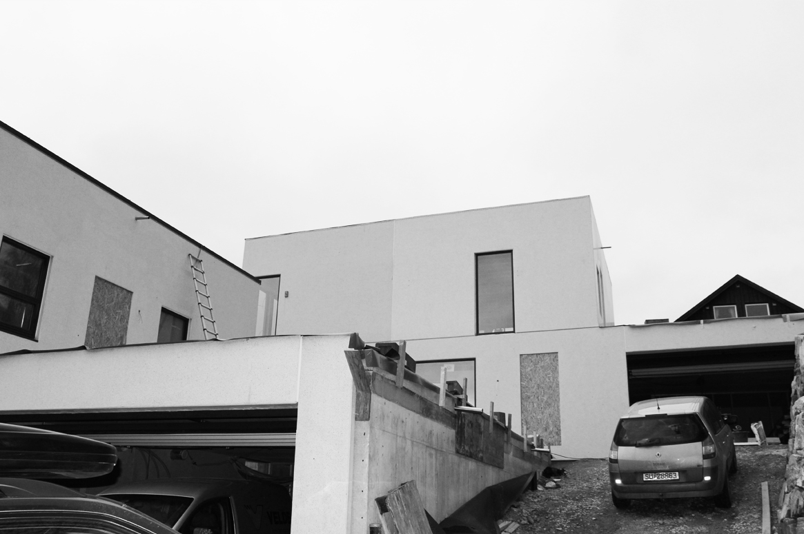 Tvillinghus på Hana. Under arbeid.