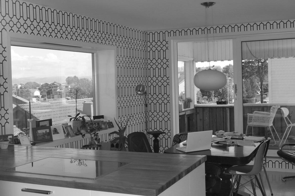 Renovering Enebolig på Tasta .Åpen planløsning for kjøkken og stue, hvor terrassen forlenger spiseplassen.