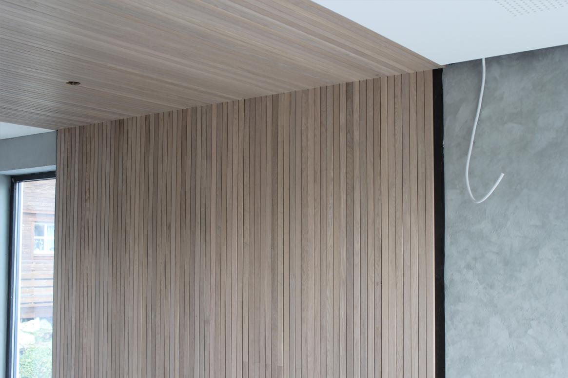 detalj eik vegg Tvillinghus på Hana betong mur kalkmaling