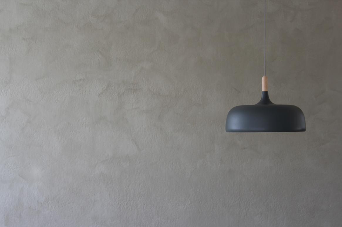 Tvillinghus på Hana detalj lampe med kalmaling vegg