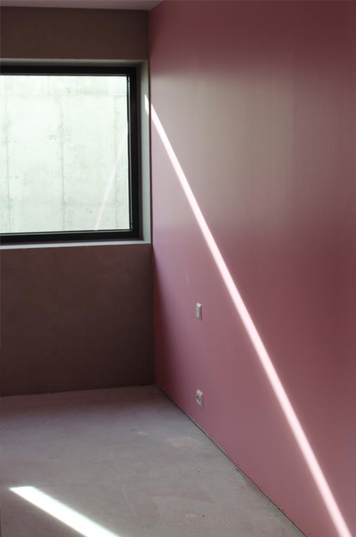 Tvillinghus på Hana detalj lys i vegg rosa soverom